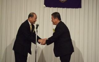 年男代表として、呉LCのL面迫孝文が記念品を受け取りました。